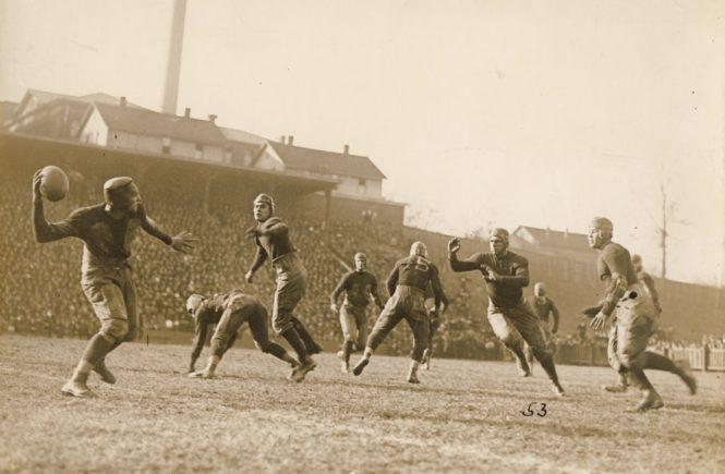 Historia podania w futbolu amerykańśkim